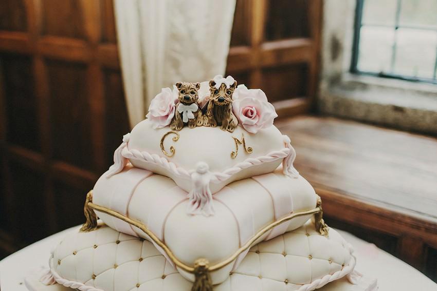 amazing wedding cake for dog lovers !