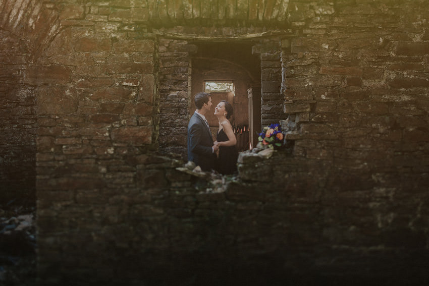 0117-elopement-in-ireland-pictures-in the old ruins