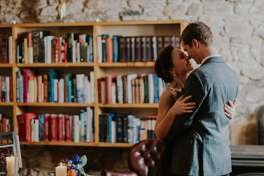intimate-ceremony-in-roudwood-house-library