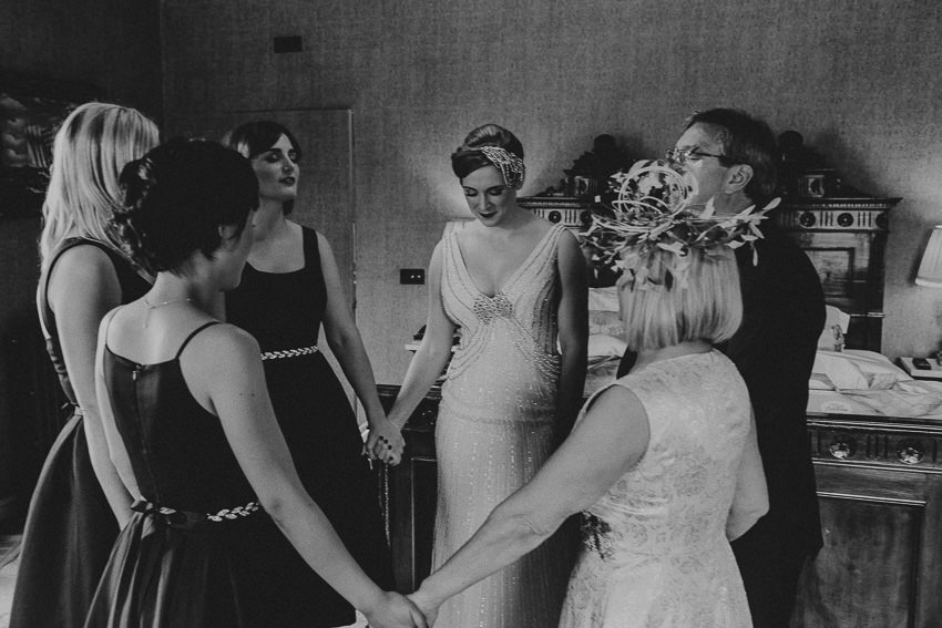 getting-ready-icehouse-hotel-bridal-party-in-the-room