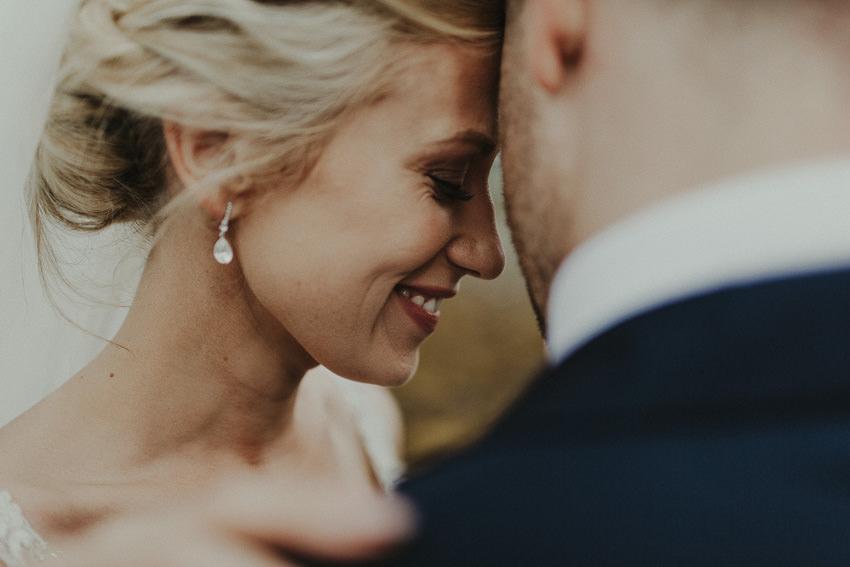 westoprt-wedding-girl-smiles-in-grooms-arms
