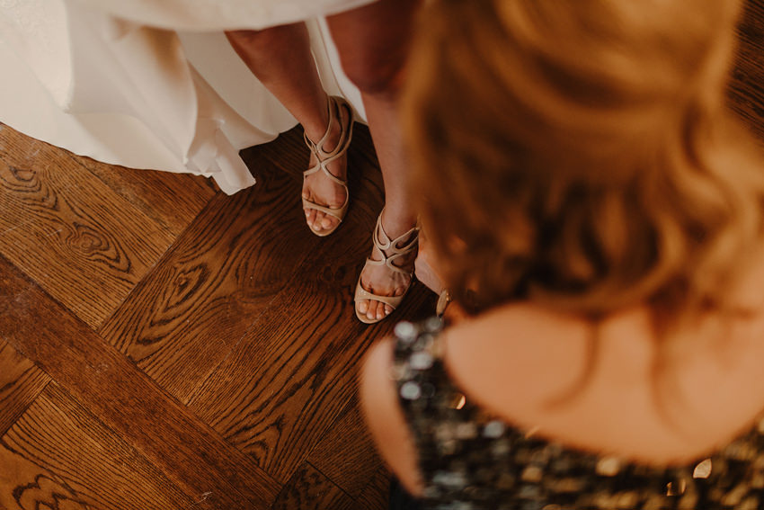 A laidback and intimate winter wedding at The Cliff at Lyons 42