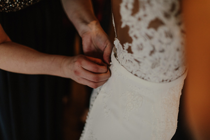 A laidback and intimate winter wedding at The Cliff at Lyons 34