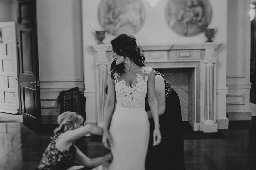 A laidback and intimate winter wedding at The Cliff at Lyons 33