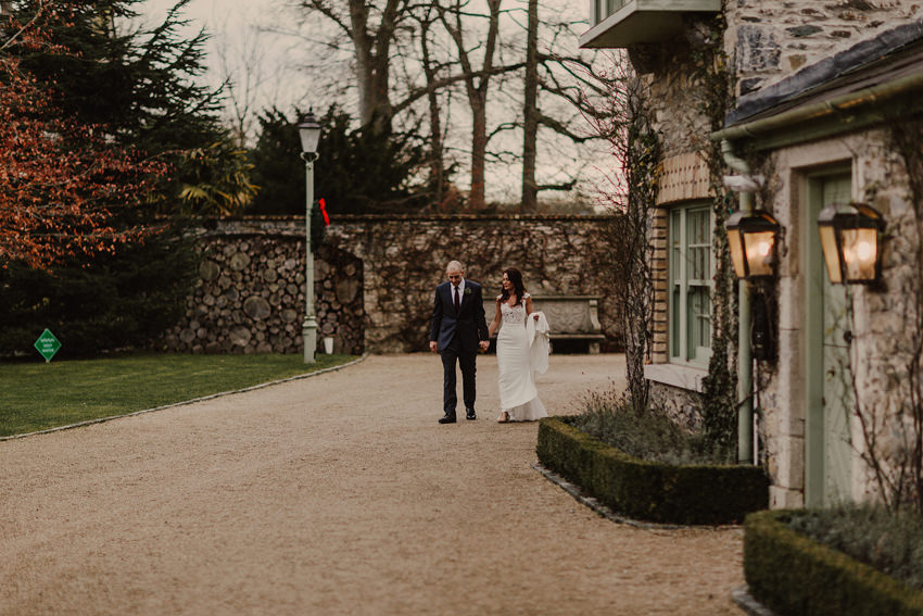 A laidback and intimate winter wedding at The Cliff at Lyons 72