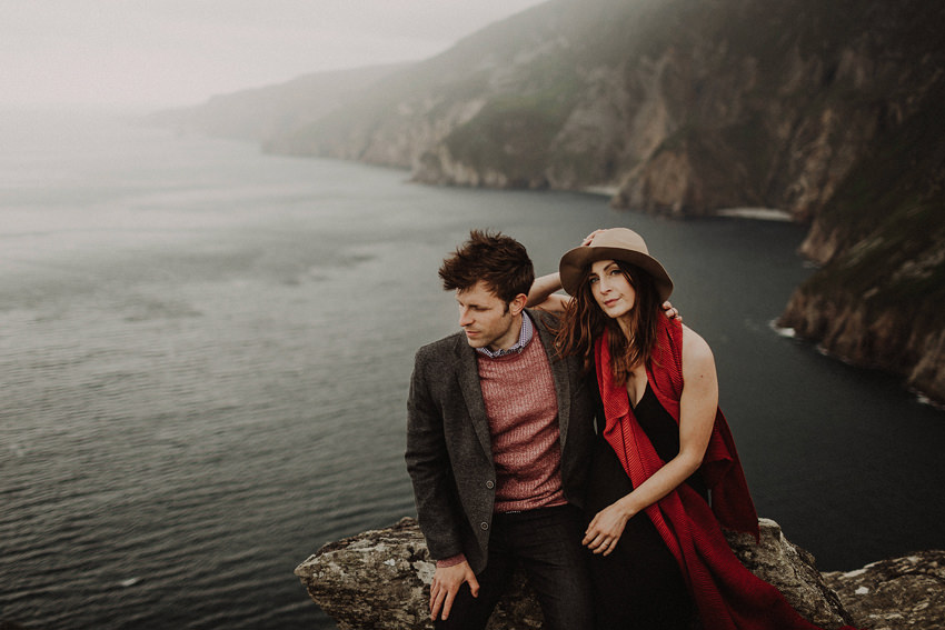 dramatic view and couple photo shoot at the cliffs